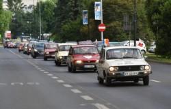 Caravana GO România prezintă 20 de mașini de epocă la Primărie