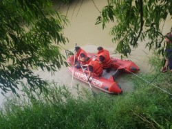 Două persoane au căzut în Mureș în zona podului CFR Micălaca