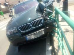 Un BMW a intrat în stația de tramvai din Aradul Nou