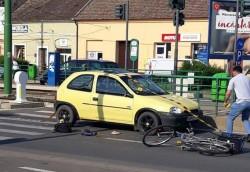 Un biciclist rupt de beat a fost lovit pe trecerea de pietoni