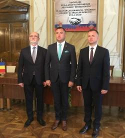 """""""Strângeri de mâini"""" sub semnul prieteniei la 25 de ani de înfrățire Arad - Gyula"""