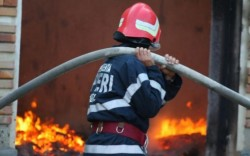 Incendiu la trei anexe din Mailat