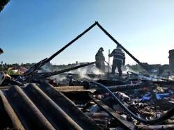 O casă din municipiu a luat foc! Pompierii se deplasează la fața locului
