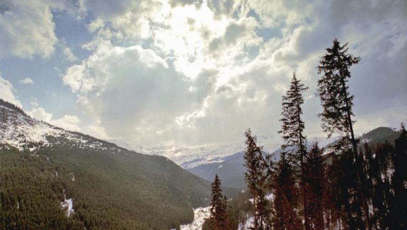 """Locul din România în care a nins miercuri dimineață. """"E prima zăpadă căzută în luna iulie"""""""