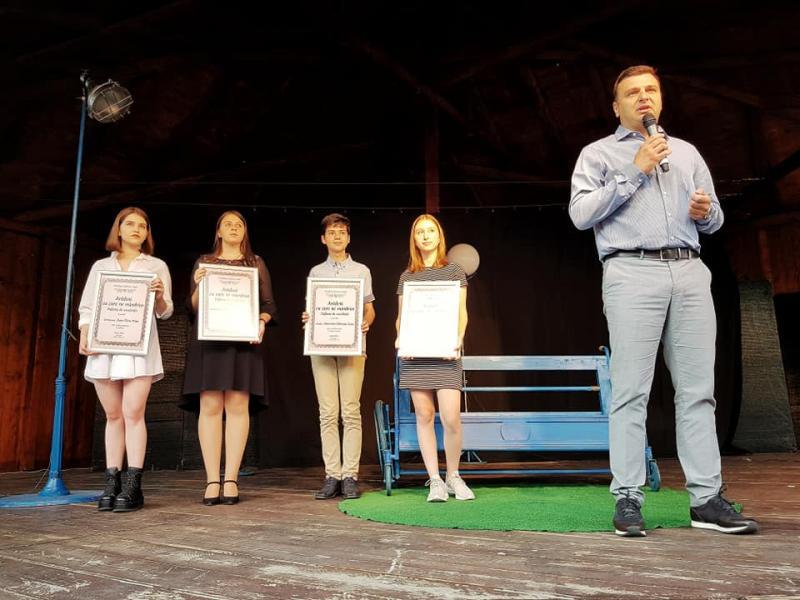 """Elevii de 10 au primit diploma """"Arădeni cu care ne mândrim!"""""""
