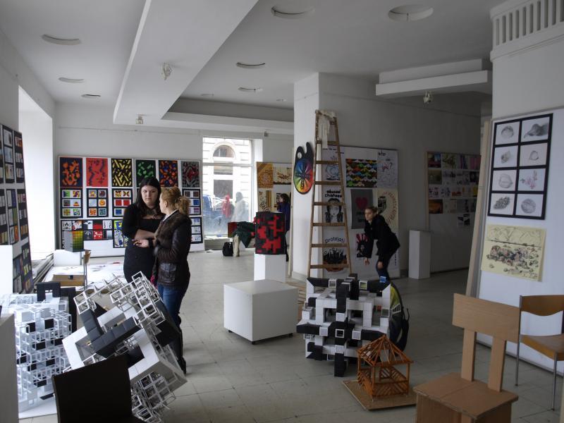 10 ani de la înființarea Facultății de Design din Arad și o expoziție Bauhaus la UAV