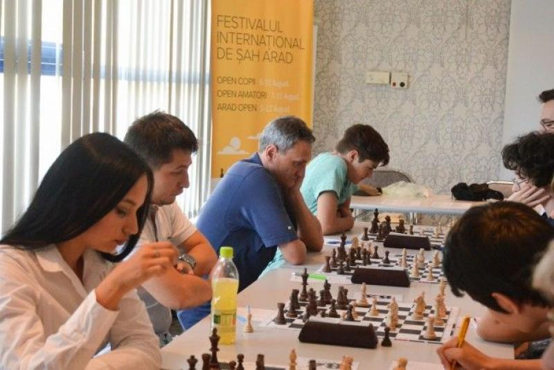 Șahiști din 19 țări la Arad Open