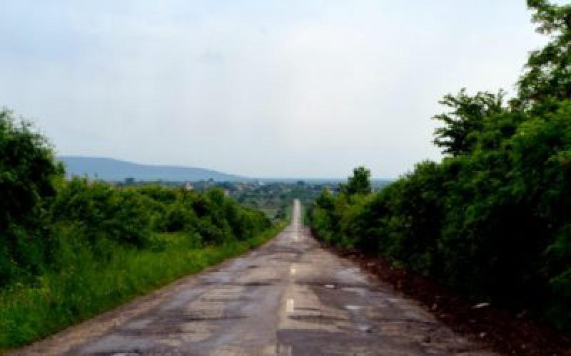 Drumul Târnova-Tauț, reabilitat din fondurile Consiliului Județean