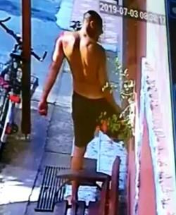 Primele IMAGINI cu criminalul după oribila sa faptă. VIDEO