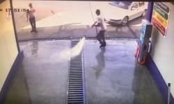 IMAGINI de groază ! Doi bărbați au scăpat ca prin minune cu viață într-o clipă ce avea să le fie fatală