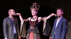 Coproducţie româno-maghiară-britanică, acompaniată live de The Tiger Lillies, pe scena unuia dintre cele mai importante Festivaluri Shakespeare din Europa