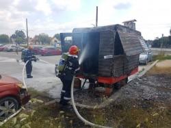O langoșerie a luat foc marți după-masa. Un tânăr a ajuns la spital cu arsuri