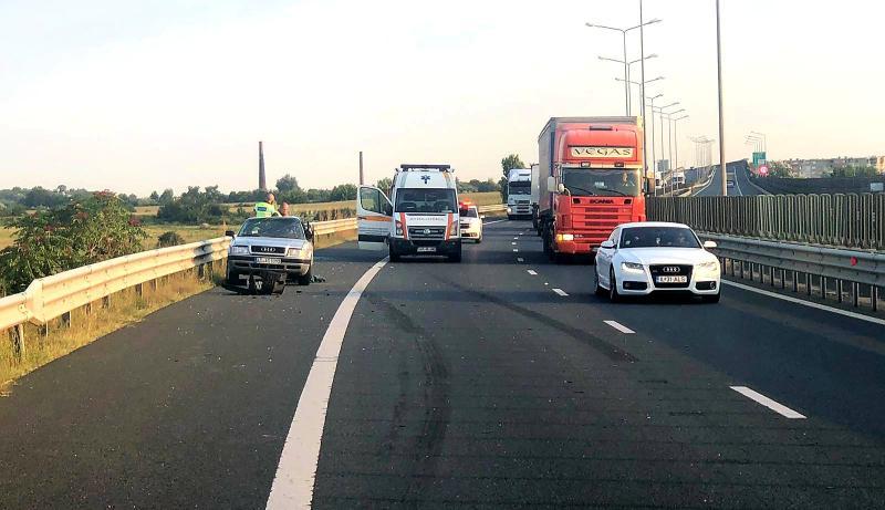 O familie cu doi copii RĂNIȚI într-un grav accident rutier produs pe A1 Arad- Timișoara