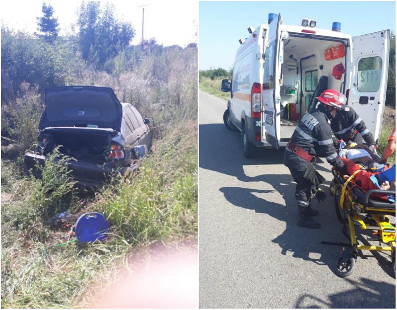 Accident cu mașină răsturnată la ieșire din Ineu. Șoferul a rămas blocat sub autoturism
