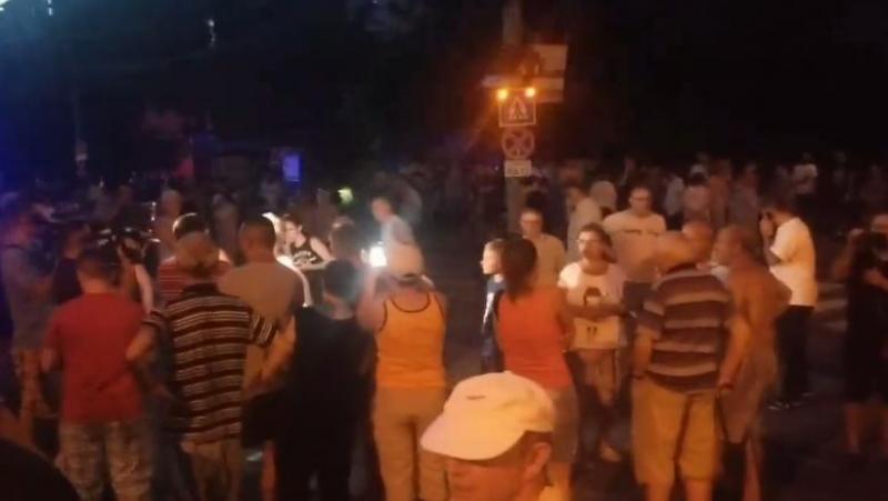 Sute de timișoreni în stradă, după ce au rămas fără curent electric mai bine de 24 de ore
