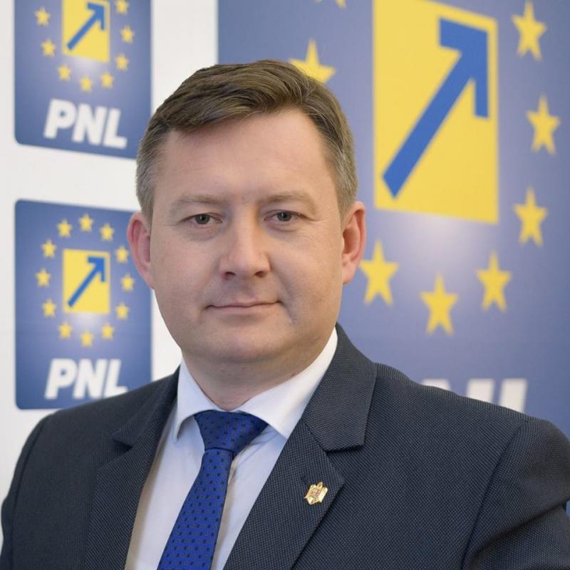 """Cristian Sălășan (PNL): """"Solicit public Primăriei orașului Lipova ca banii proveniți din rectificarea bugetară să fie folosiți pentru colectarea și transportul deșeurilor menajere"""""""