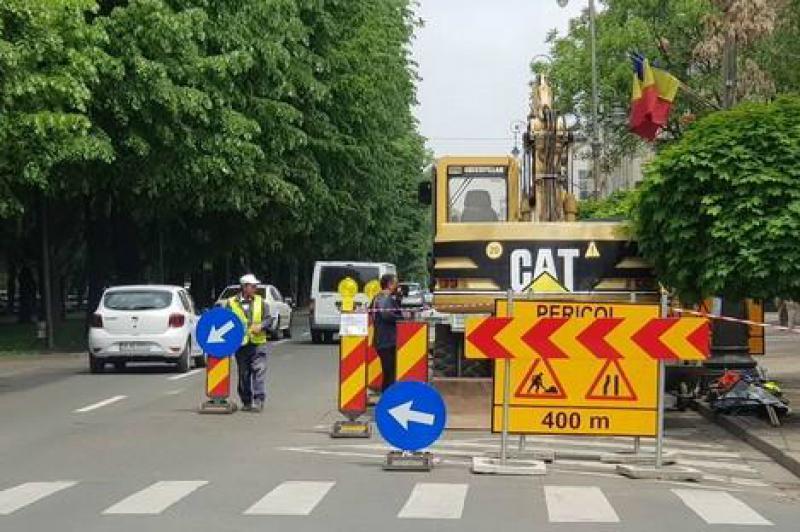 Atenție șoferi! Restricții de circulație datorate unui nou front de lucru pentru reţeaua de canalizare din Centru. Care sunt străzile vizate