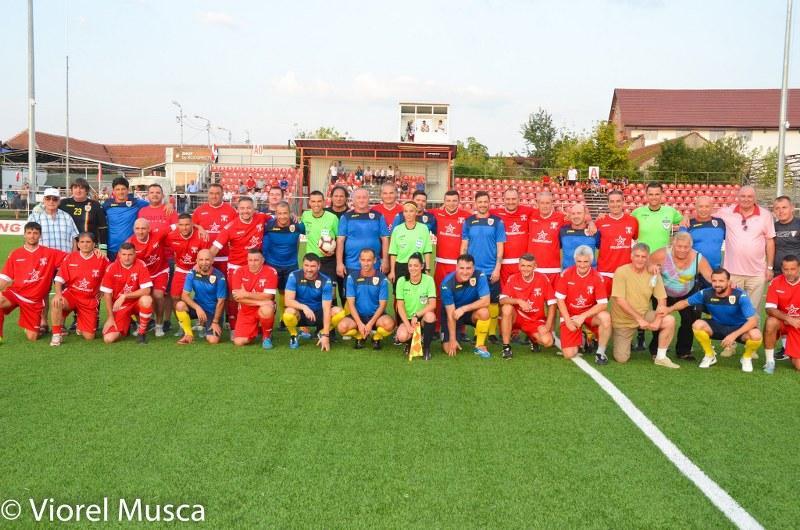 Aradul a sărbătorit sâmbătă 120 de ani de la primul meci de fotbal pe teritoriul României. Partida de old boys dintre UTA și FRF s-a încheiat la egalitate