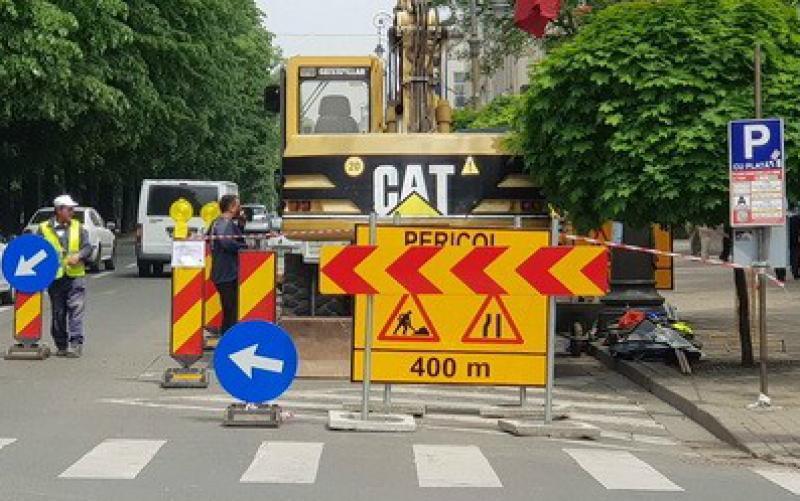 Restricţii noi de circulaţie pe Bulevardul revoluţiei cauzate de lucrările în desfăşurare la reţeaua de canalizare