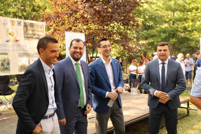 Expoziţia foto 120 de ani de fotbal la Arad ajunge la meciul România – Spania!