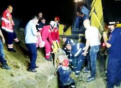 Bărbatul salvat miraculos după 8 ore de intervenție a pompierilor a MURIT la spital