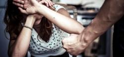 Poliția chemată pentru două cazuri de violență în familie avute loc pe stradă, într-o singură zi. Un arădean și-a lovit soția cu bicicleta