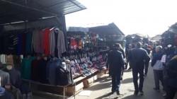 Jandarmii arădeni au dat 30 de amenzi pentru fapte antisociale dintre care și vânzarea produselor contrafăcute, în Piața Obor