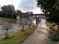 """Ploaia de vară a inundat din nou zonele """"cheie"""" ale municipiului"""