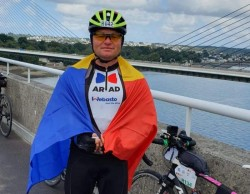 Pompierul arădean Petreuș Adrian a parcurs 1.200 de km cu bicicleta în 88 de ore