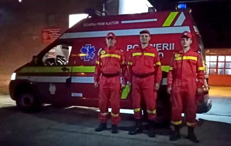 Ei sunt eroii de pe SMURD care sting și incendii. Ce s-a întâmplat sâmbătă seara