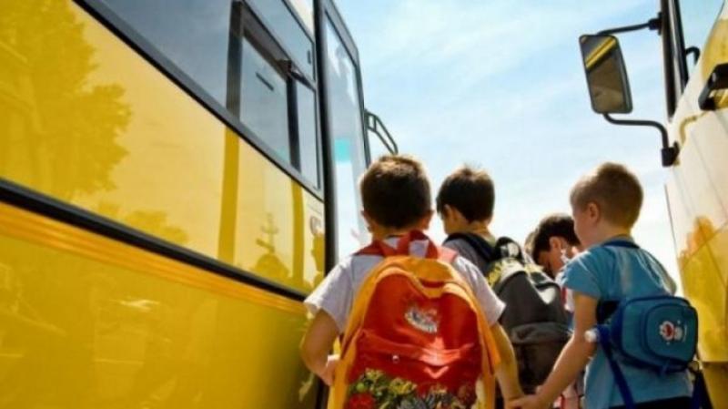 Transport gratuit pentru elevii care nu se pot școlariza în localitatea de domiciliu