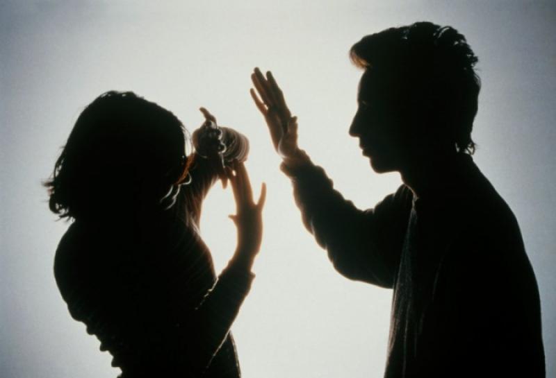 Un arădean a primit ordin de protecție după ce și-a lovit iubita cu pumnul în față