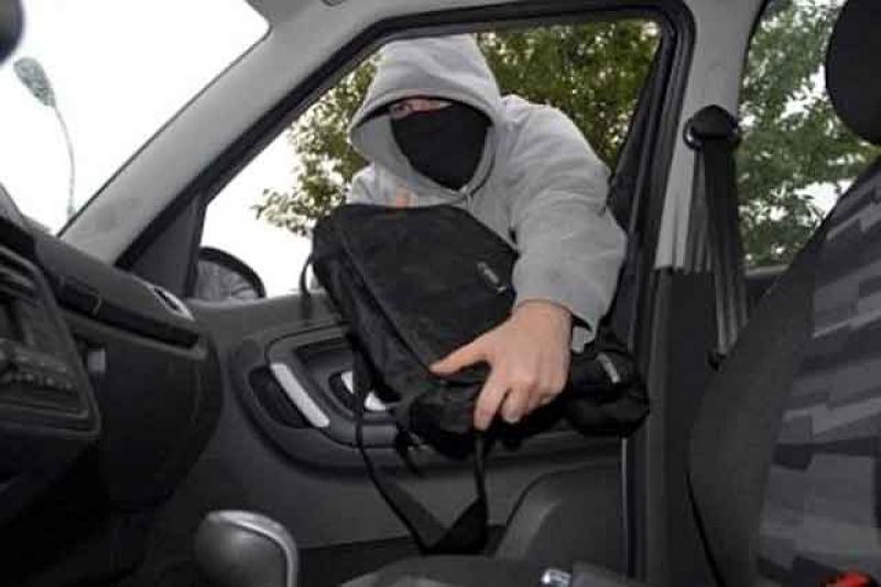 ATENȚIE șoferi ! NU mai lăsați autoturismele neasigurate în PECO. Ce a pățit un șofer