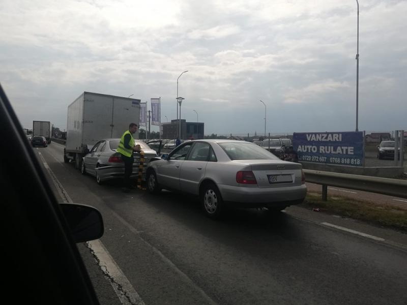 Carambol în Vladimirescu cu trei mașini implicate!