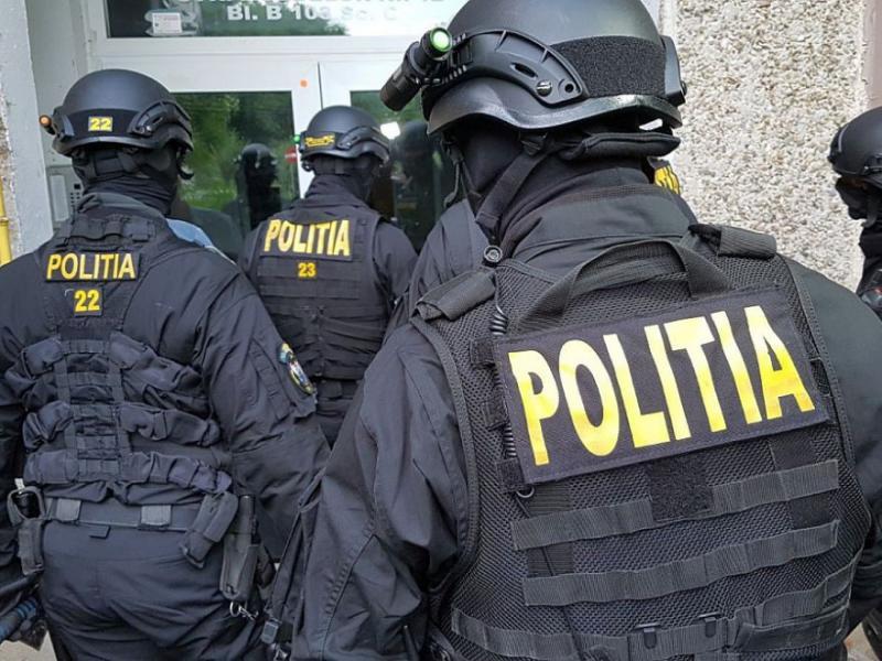 Ample percheziții în Arad și Bihor pentru trafic de droguri
