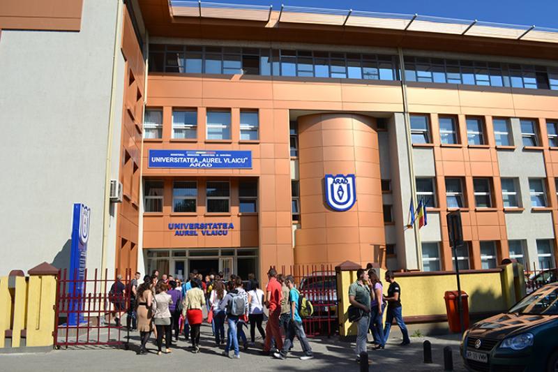 """Deschiderea noului an universitar la Universitatea """"Aurel Vlaicu"""" din Arad"""