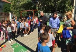 "Copiii de la Complexul ""Curcubeu"" au primit cadouri la debut de an școlar"