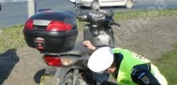Prins cu mopedul radiat, pe străzile din Caporal Alexa