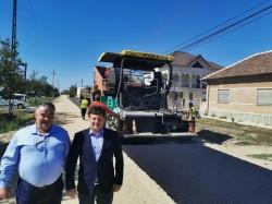 Drumul Nădab-Seleuș este asfaltat în ritm intens după aproape 50 de ani