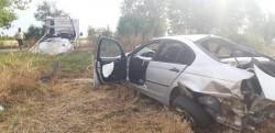 BMW făcut praf după izbirea cu un copac