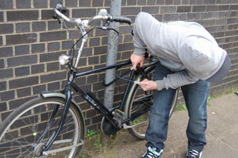Polițiștii i-au găsit bicicleta furată în septembrie. Hoțul, un minor de 14 ani