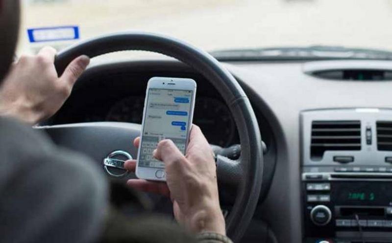 Atenţie şoferi! Schimbări importante în Codul RUTIER! Gata cu sms-urile, live-urile şi filmatul la volan!