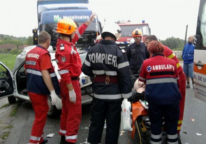 GRAV accident rutier pe DN79, în apropiere de Șimand. Victima preluată de elicopterul SMURD