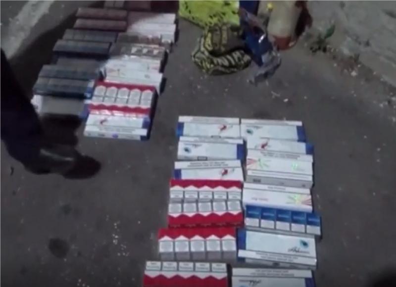 Nu mai puțin de 341 de pachete cu țigări netimbrate au fost confiscate de jandarmi de la o arădeancă