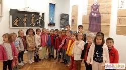 Cei mai mici vizitatori au pășit pragul Expoziției Istoria Marionetelor, de la Sala Clio