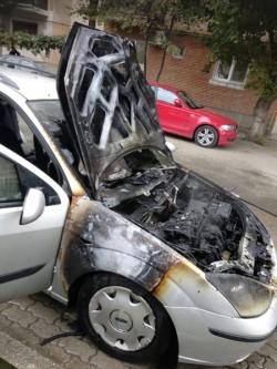 Incendiu în Micălaca! Un autoturism a luat foc