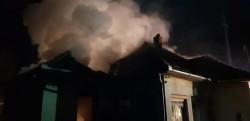 O casă din  Miniș cuprinsă de FLĂCĂRI marți dimineața.AFLĂ ce a provocat incendiul