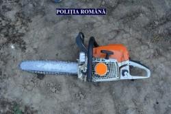 Un bărbat din Ususău a amenințat cu drujba pădurarul ce l-a prins furând