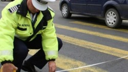 O fetiță de 11 ani a fost accidentată pe trecerea de pietoni iar șoferul a fugit