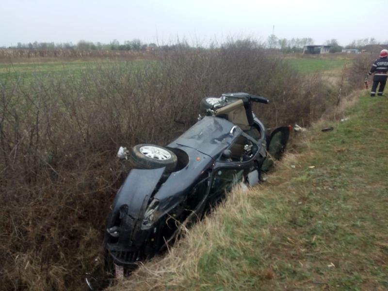 Trei tineri din județul Arad răniți într-un accident rutier